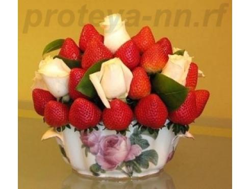 Букет из фруктов с розами