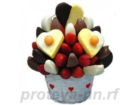Десертная корзина с фруктами