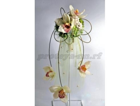 Авторский букет с орхидеей и гвоздиками