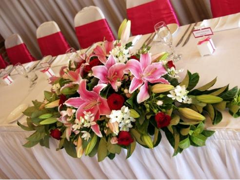 Цветочная композиция на свадебный или банкетный стол