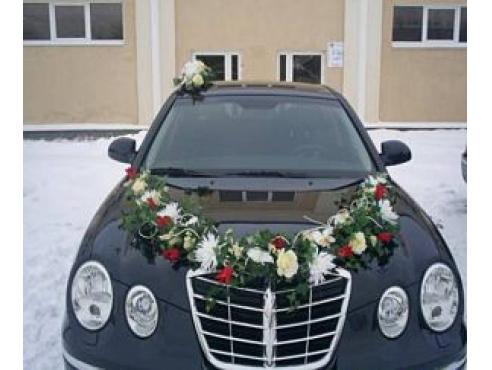 Свадебное украшение из роз и орхидеи на авто