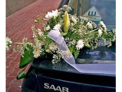 Свадебная композиция с герберами на авто