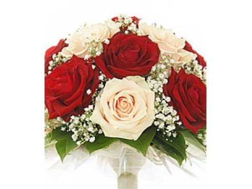 Букет невесты из роз с гипсофилой в портбукетнице