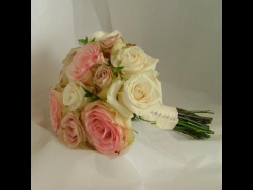 Букет невесты из роз с итальянским рускусом