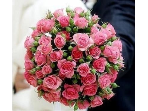 Букет невесты из 19 кустовых роз в портбукетнице