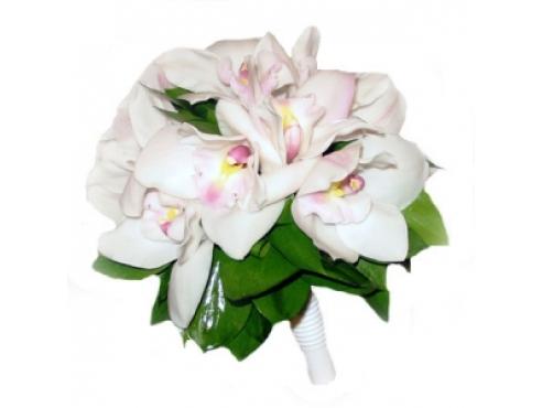 Букет невесты из орхидей с салалом в порбукетнице