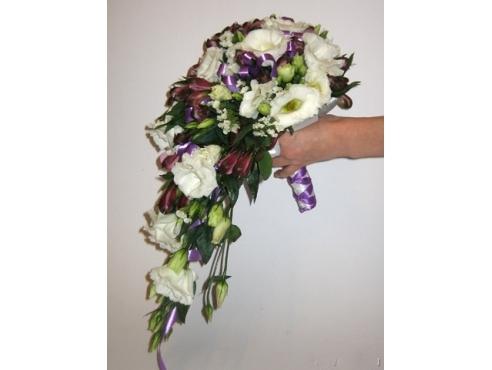 Букет невесты висячий с эустомой и альстромерией в портбукетнице