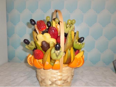 Букет из фруктов в корзине